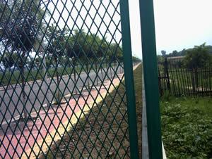 hàng rào lưới mắt cáo