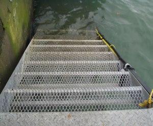 Lưới cáo làm cầu thang