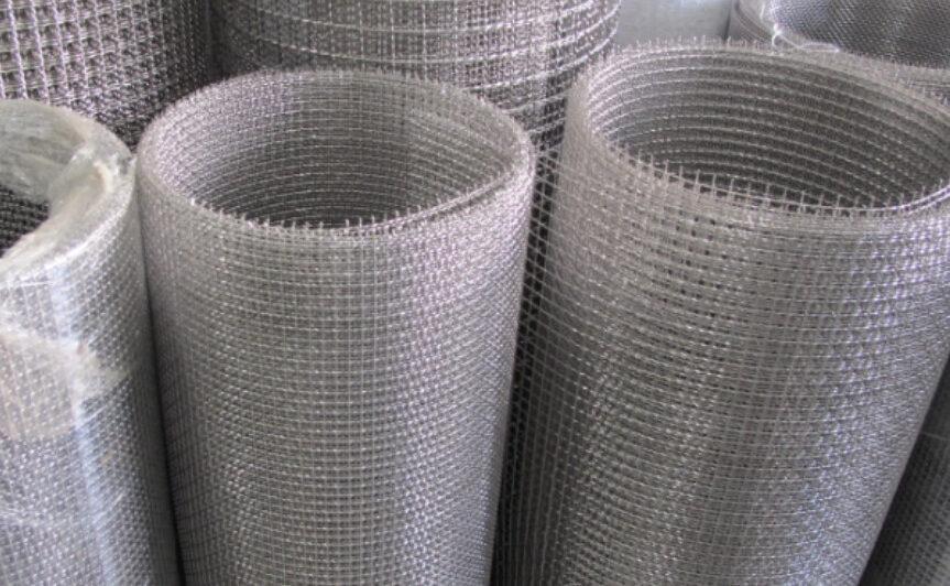 Các cuộn lưới inox lọc với kích thước khác nhau